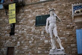 Копието на Давид пред Стария дворец.