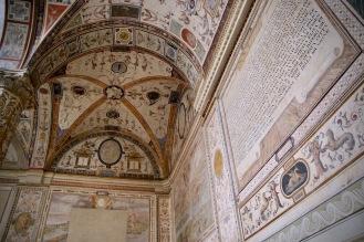 Вътрешния двор на стария дворец.