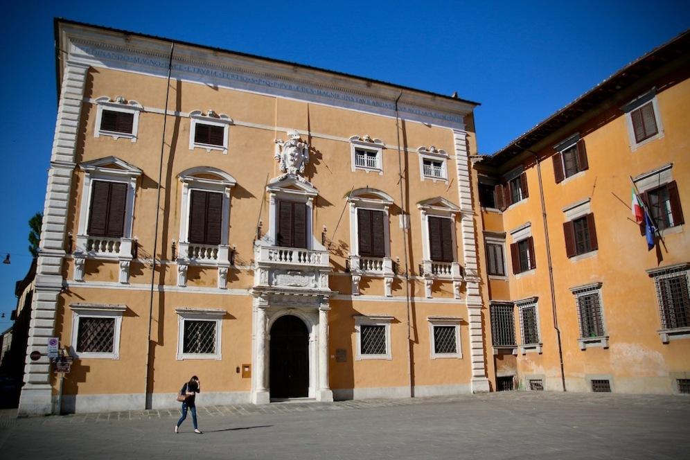Сграда на площада на рицарите.