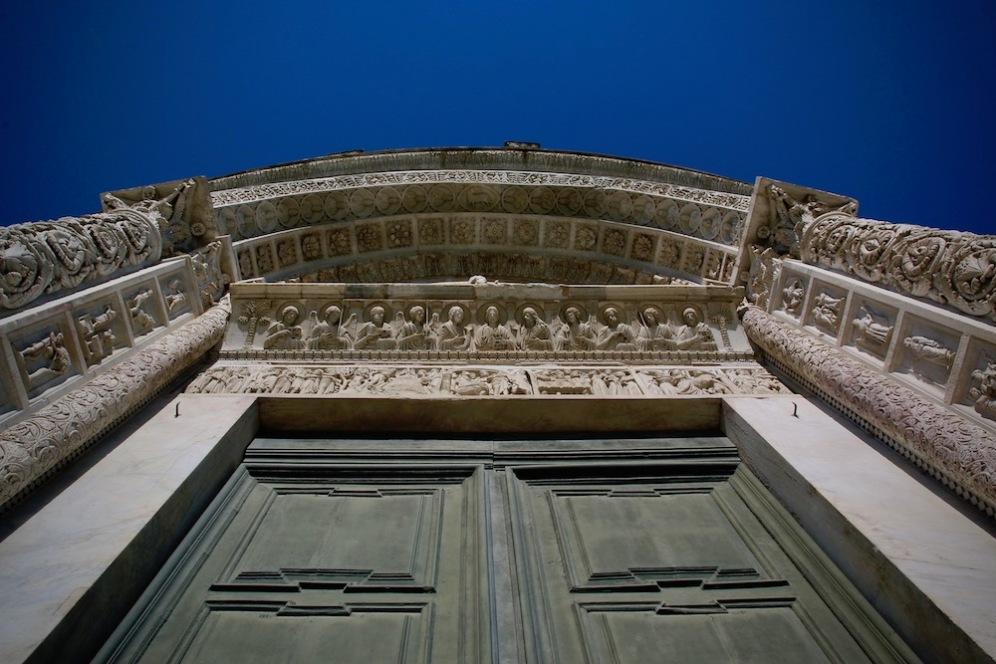 Главният вход на Баптистерий Свети Йоан.