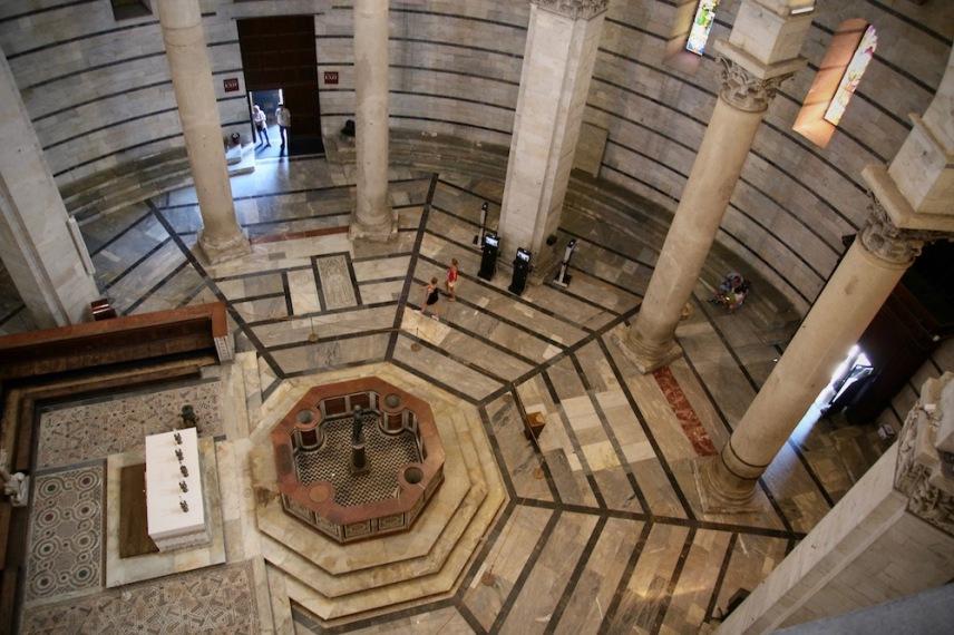 Интериора на Баптистерий Свети Йоан.