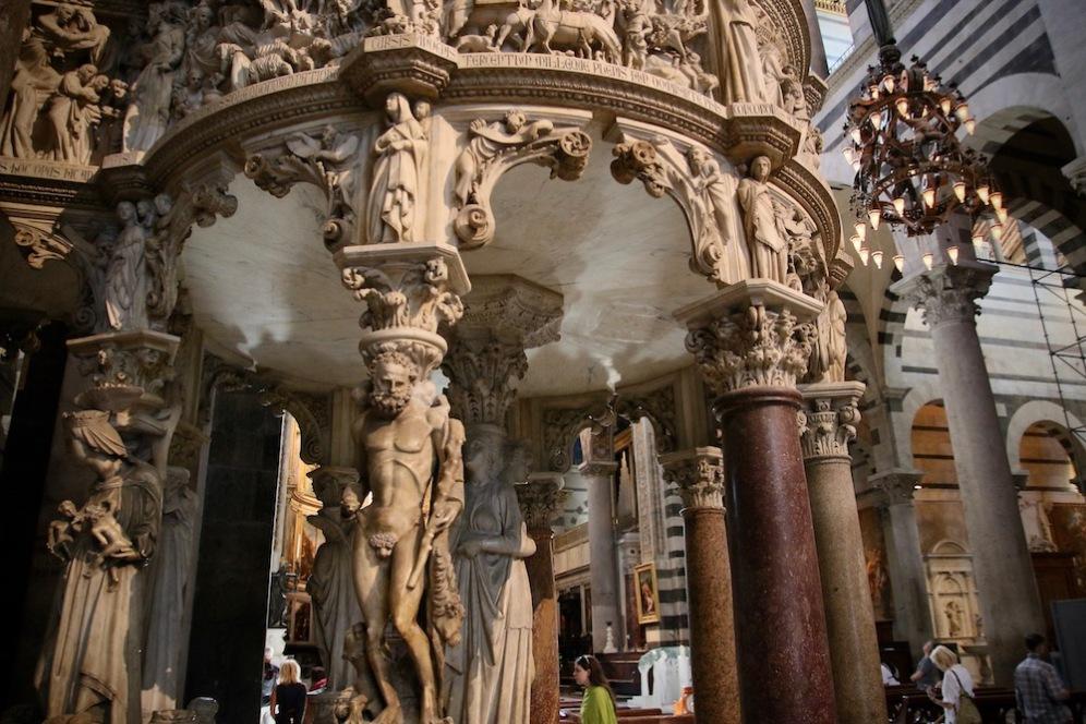 Детайли от интериора на катедралата на Пиза.