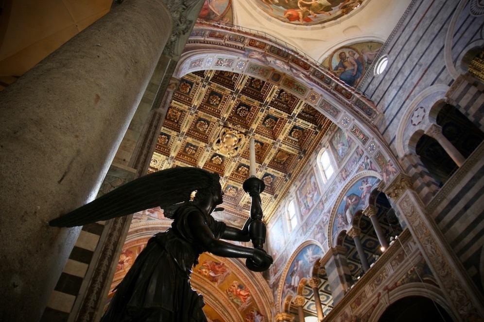 Интериора на катедралата на Пиза.