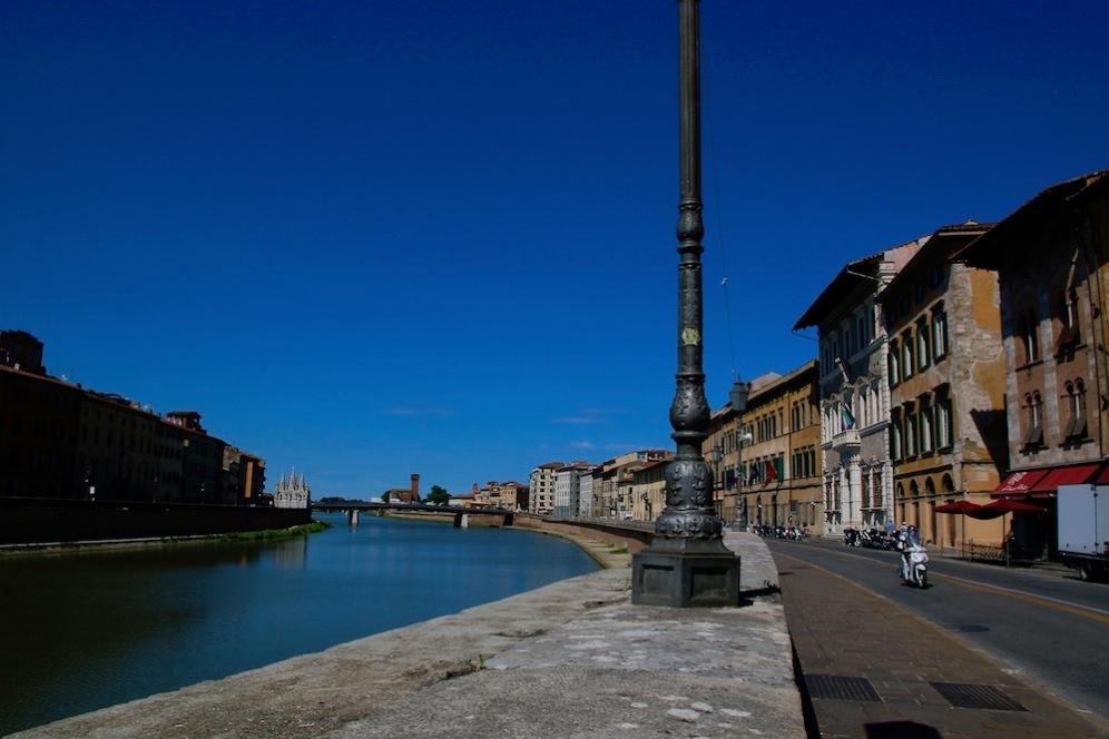 Река Арно в Пиза.