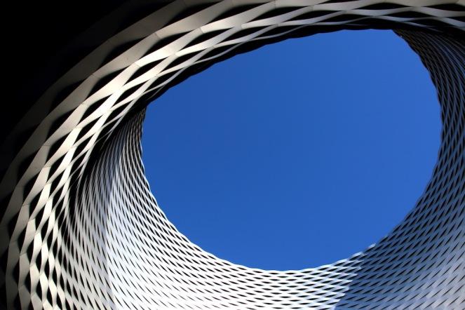 Най-впечатляващия елемент от сградата на панаира в Базел.