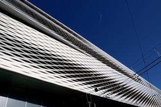 Фасадата на сградата на панаира в Базел.