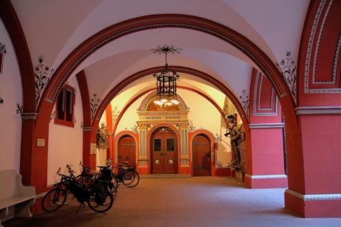 Вътрешния двор на кметството.