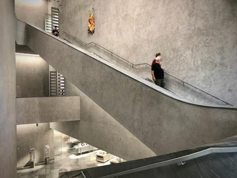 Монументалното стълбище в новата сграда на музея на изкуството.