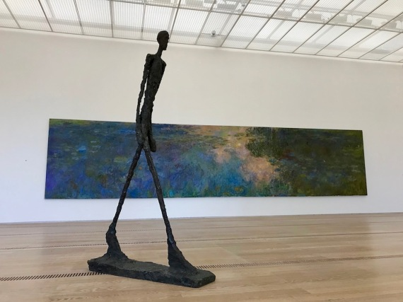 Скулптура-Алберто Джакомети, картина-Клод Моне, фондация Байелер.