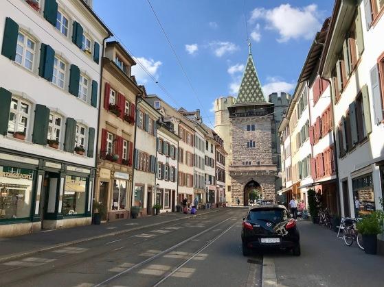 Портата на Спален е най-великолепната и впечатляваща от трите градски порти.