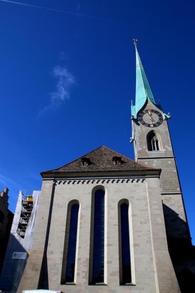 Църквата Фраумюнстер. Това са трите прозореца с витражи на Шагал.