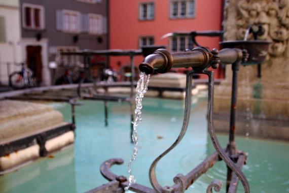 Малък фонтан в квартала Нидердорф.