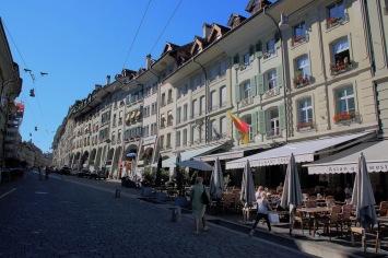 Основната търговска улица в стария град – Gerechtigkeitsgasse.