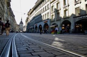 На една от търговските улици.