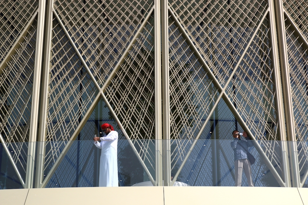 Терасата на магазина на Apple в Дубай Мол