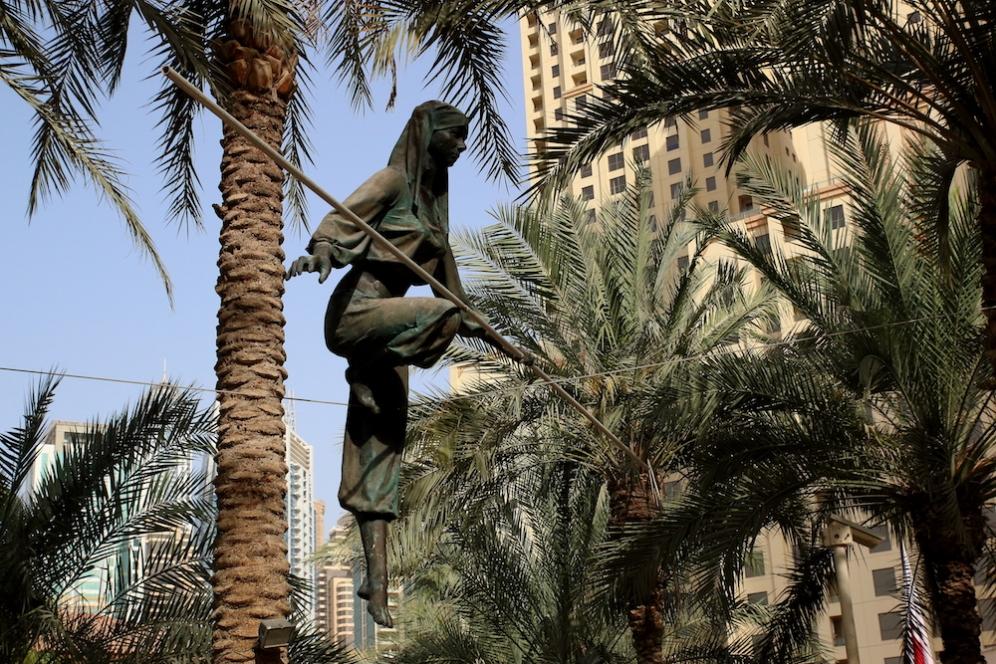 Пред хотел Ritz-Carlton Dubai