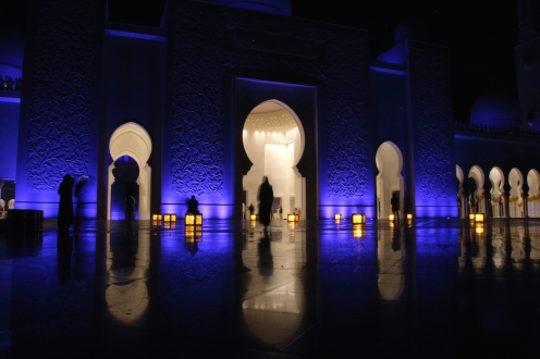 Входът на голямата джамия Шейх Зайед