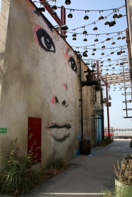 Графити в La Mer