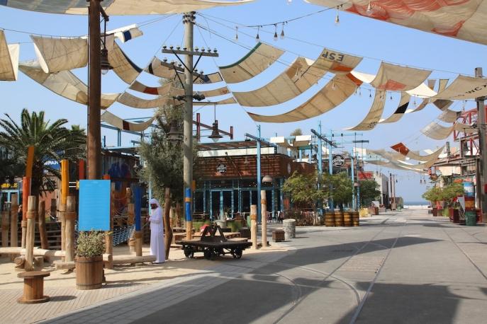 Главната улица в La Mer