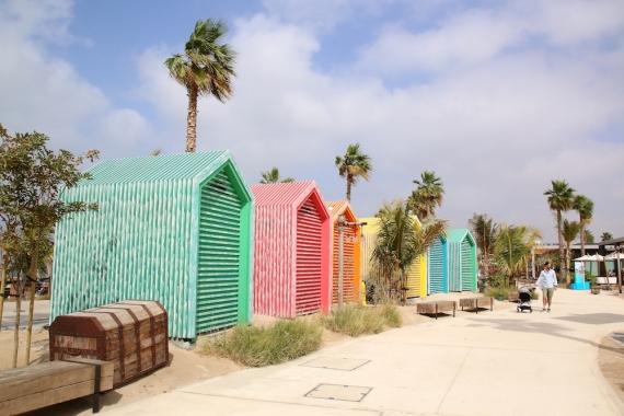 Душове и тоалетни на плажа La Mer