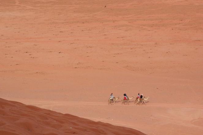Едно от забавленията във Вади Рум е яздене на камили.