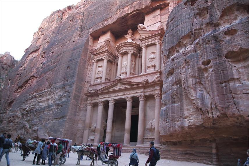 Съкровищницата - най-известната забележителност в Петра.