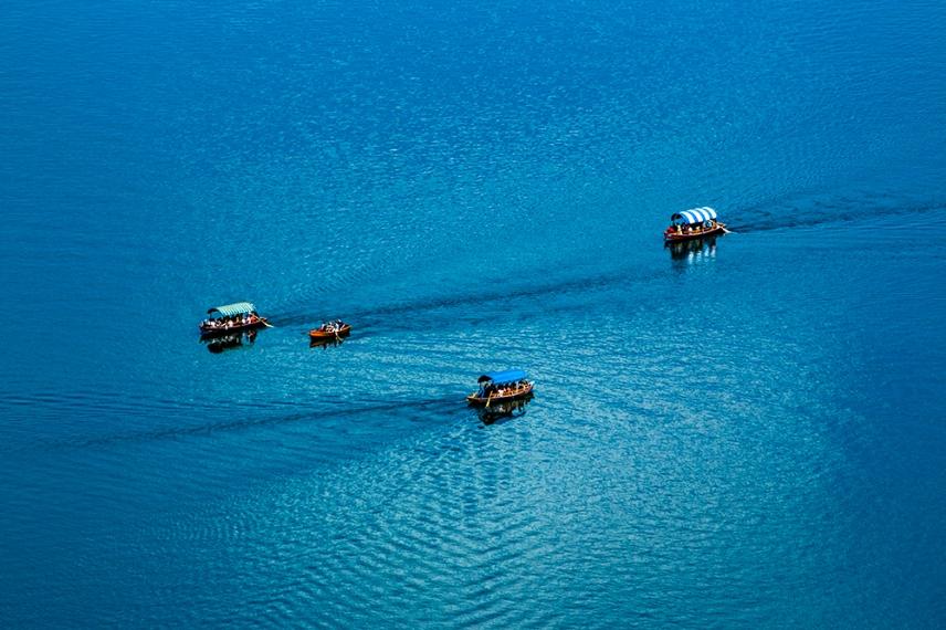 Трафик от корабчета в езерото Блед