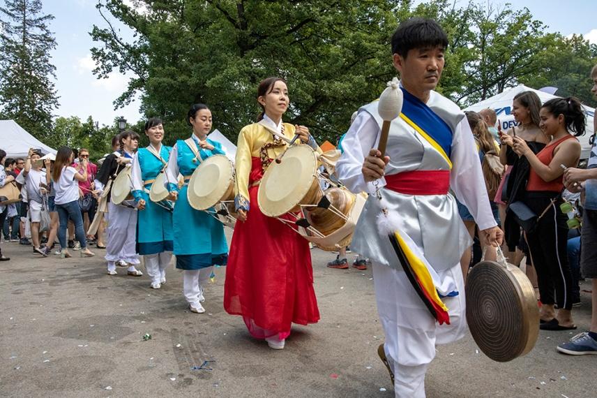 Фолклорни перкусии от Корея.