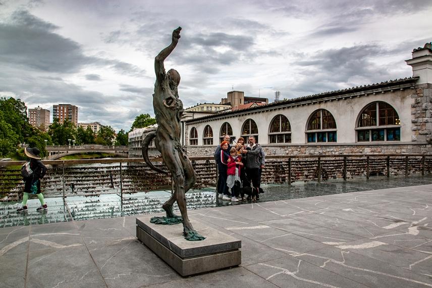 Скулптура на Месарския мост.