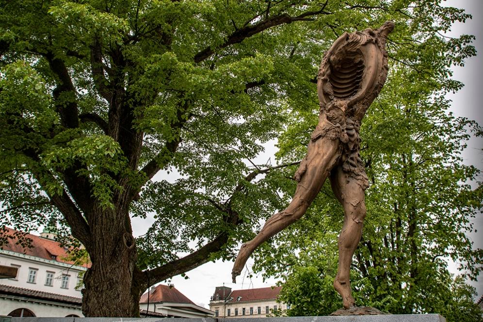 Скулптура на съвременно изкуство.
