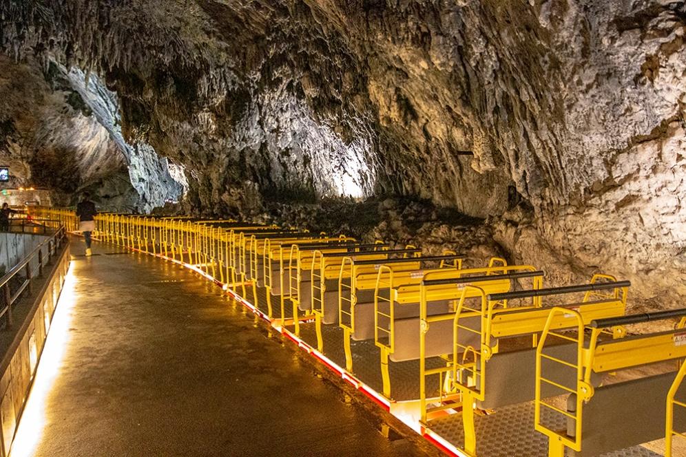 Единствената, пещерна, железопътна линия в света.