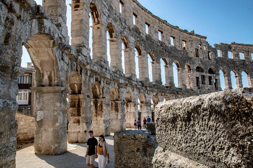 Амфитеатърът в Пула е сред 6-те най-големи оцелели римски арени в света.