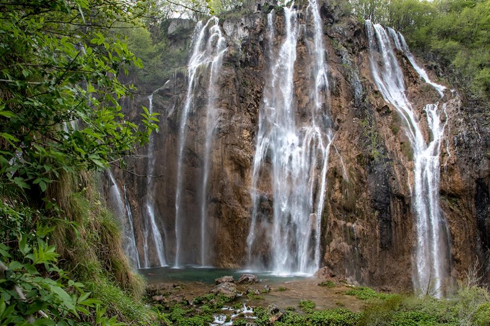 Големият водопад от близо.