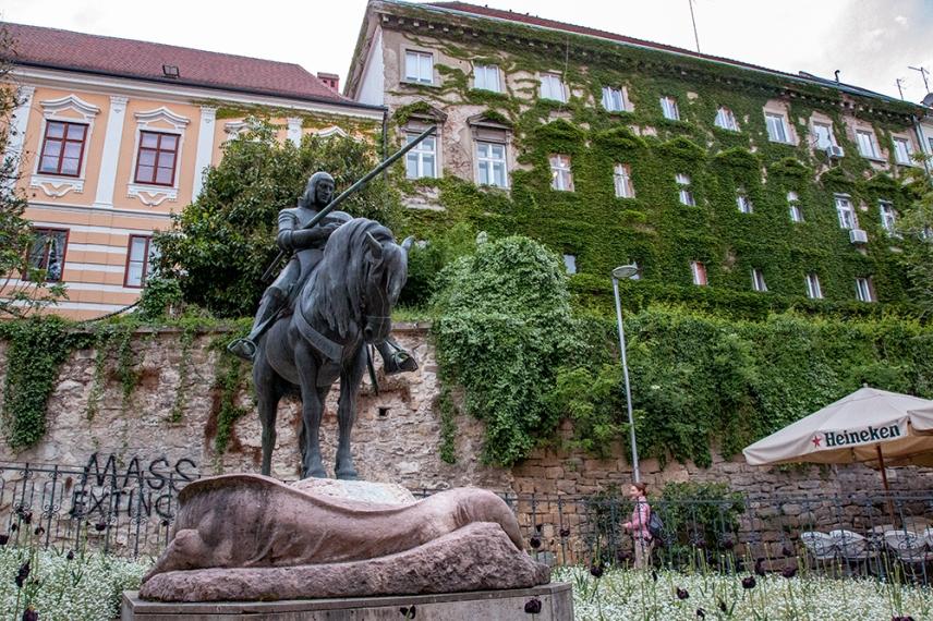 Малък площад в Горни град.