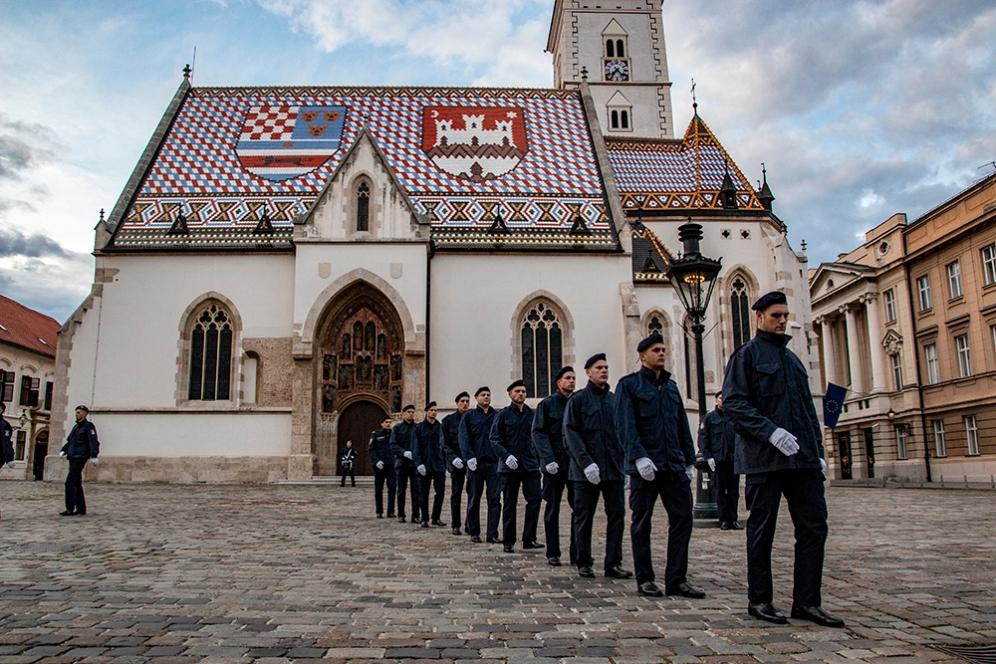 Смяната на караула на площад Св. Марк, Загреб.
