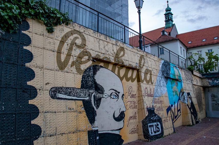 Малък двор с графити в Загреб.