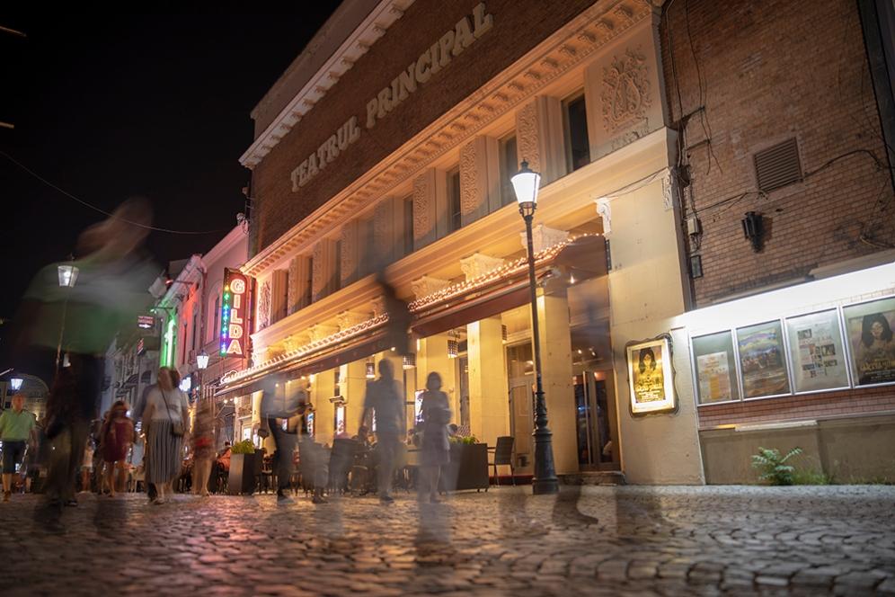 Общинския театър.