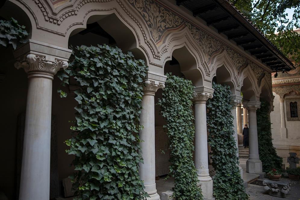 В двора на църквата Ставрополеос.