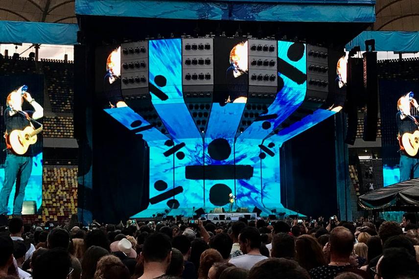Ed Sheeran на сцената в Букурещ.