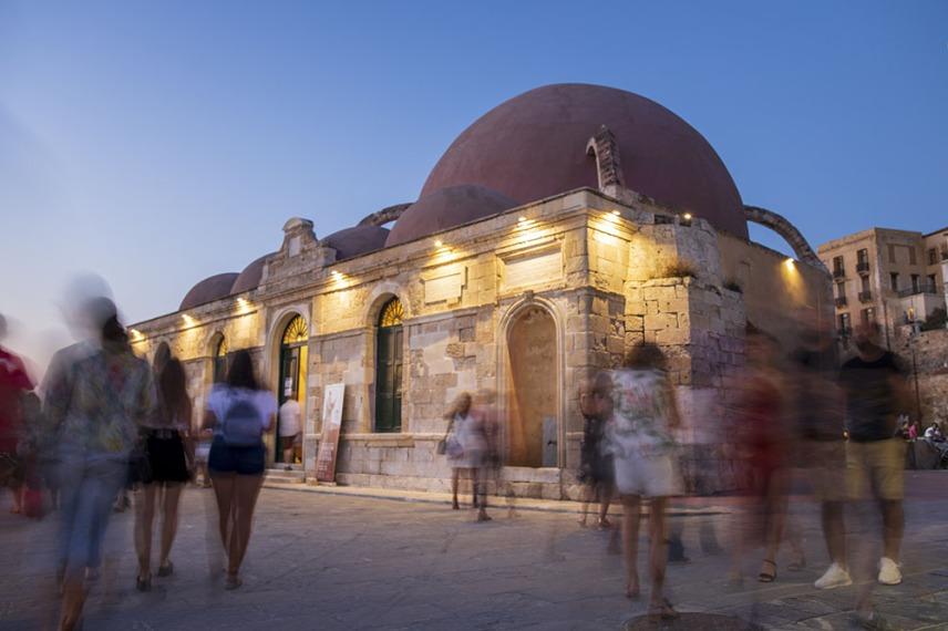 Джамията Кючук Хасан, която е превърната в галерия е най-старата османска постройка на Крит.