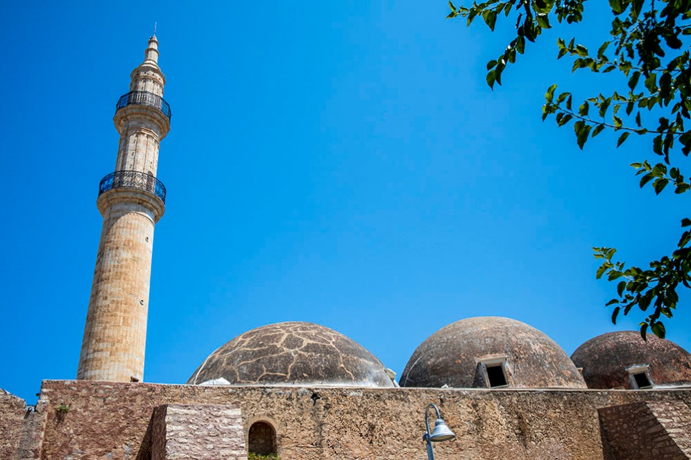 """Джамията Нераце, която по времена на Венецианците е била известна като църквата """"Санта Мария"""" и е била част от Августинският мъжки манастир."""