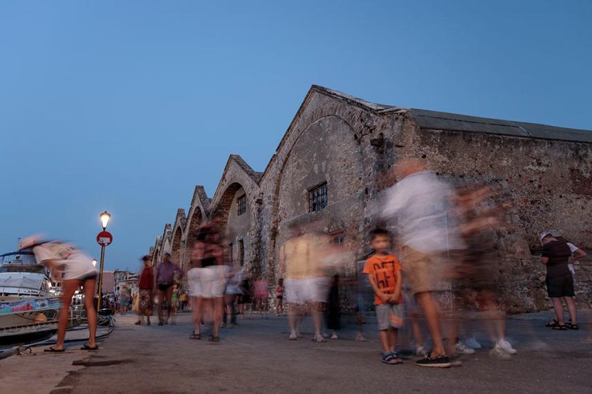Венецианските докове са сред най-впечатляващите паметници в старото пристанище на Ханя.
