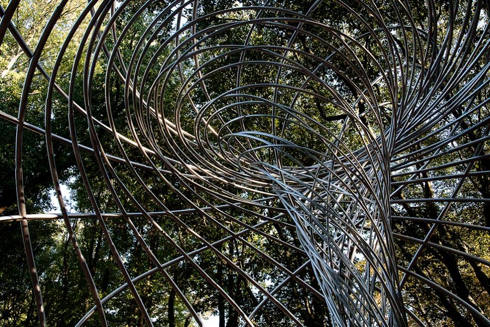 Арт инсталация на Олафур Елиасон в парка на музея Сералвеш, Порто.