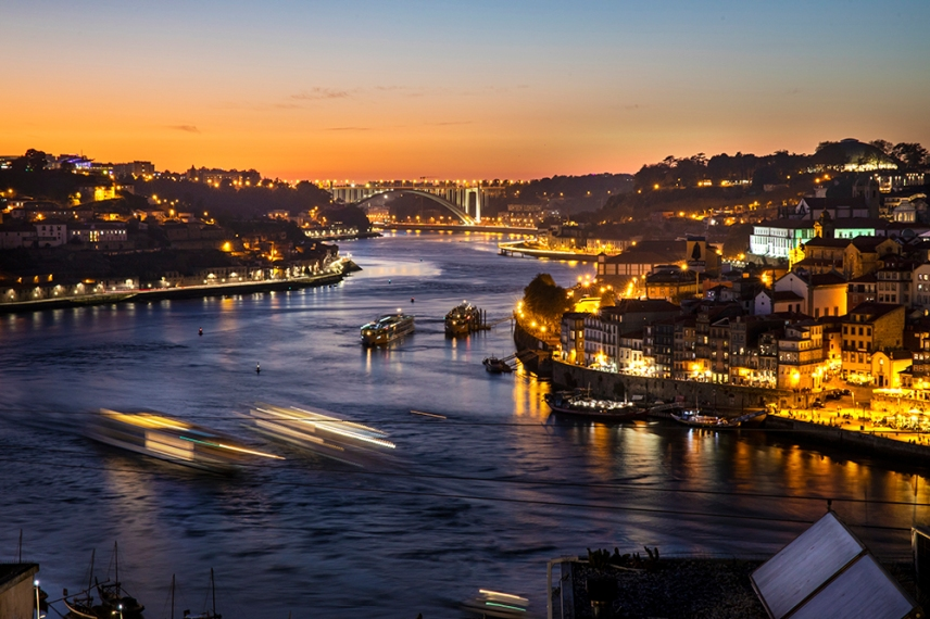 Залеза над река Дуеро в Порто.