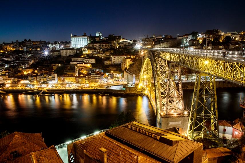 Порто през ноща.
