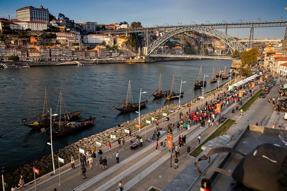 Моста Дом Луиш I и крайбрежната улица на Вила нова ди Гая.