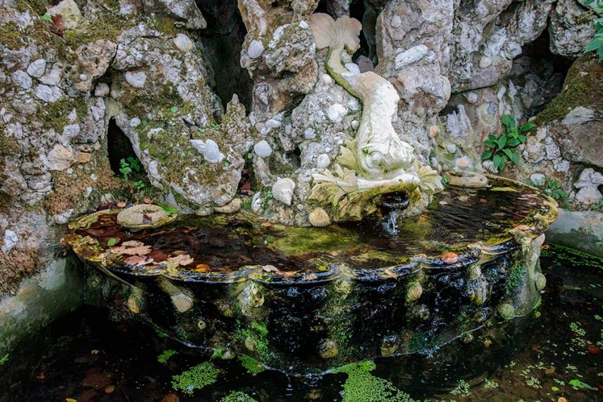 Фонтан в градините на двореца Кинта да Регалейра.