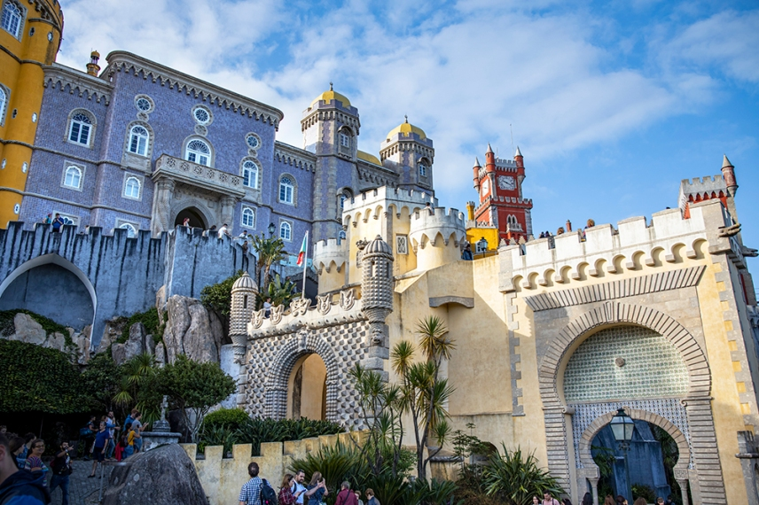 Пена е бивш манастир, превърнат в дворец като лятна резиденция на кралското семейство.