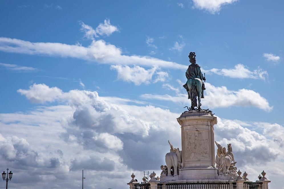 Статуята на крал Хосе I на площада на Търговията.