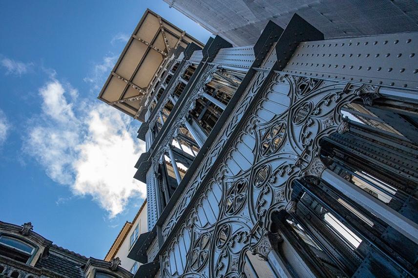 Асансьорът Санта Жуста е дело на португалския архитекст Раул Месниер ду Понсард - ученик на Гюстав Айфел.